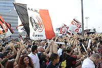 Milan Presentazione Ufficiale della squadra ai tifosi. Official presentation of AC Milan Football Calcio 2015/2015 Milano 10-09-2015 - Milan presentazione ufficiale <br /> della squadra ai tifosi / foto Daniele Buffa/Image Sport<br /> nella foto: tifosi Milan