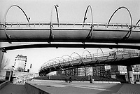 Milano, quartiere Moncucco - Famagosta, periferia sud. Cavalcavia autostradale di piazza Maggi --- Milan, Moncucco - Famagosta district, south perifery. Maggi square highway overpass