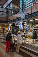 France, Aquitaine, Pyrénées-Atlantiques, Pays Basque, Bayonne: Le Halles de Bayonne, étal poissonnier //  France, Pyrenees Atlantiques, Basque Country, Bayonne: Bayonne Halles, fishmonger stall