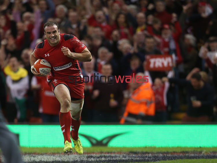 Centre Jamie Roberts runs over to score under the posts for Wales.<br /> RBS 6 Nations 2014<br /> Wales v Scotland<br /> Millennium Stadium<br /> <br /> 15.03.14<br /> <br /> ©Steve Pope-SPORTINGWALES