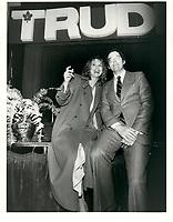 Francis Fox et sa femme le 2 avril<br /> 1979<br /> <br /> <br /> PHOTO :  Agence Quebec Presse