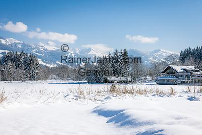Austria, Tyrol, Reith near Kitzbuhel: winter scenery at idyllic lake Schwarzsee (Black Lake) on the outskirts of Kitzbuhel, at background Kitzbuhel Alps   Oesterreich, Tirol, Reith bei Kitzbuehel: Winterlandschaft am Schwarzsee, im Hintergrund die Kitzbueheler Alpen
