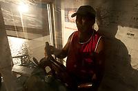 Na foz do rio Amazonas, na ilha Caviana, o o piloto José Luiz Ferreira, conhecido como José da Voadeira, 49 anos, anos, casado, 6 filhos nascido na região, mora em Macapá trabalhando na foz do Amazonas a 33 anos reclama da fata de segurança e diz ter sido assaltado 2 vezes.<br /> Chaves, Pará, Brasil.<br /> 17/06/2011<br /> Foto Paulo Santos