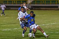 TUNJA - COLOMBIA, 04-03-2021: Nelino Tapia del Chico disputa el balón con Omar Bertel de Millonarios durante partido por la fecha 2 de la Liga BetPlay DIMAYOR I 2021 entre Boyacá Chicó F.C. y Millonarios F.C: jugado en el estadio La Independencia de la ciudad de Tunja. / Nelino Tapia of Chico fights for the ball with Omar Bertel of Millonarios during match for the date 2 of the BetPlay DIMAYOR League I 2021 between Boyaca Chico F.C. and Millonarios F.C: played at La Independencia stadium in Tunja city. Photo: VizzorImage / Macgiver Baron / Cont