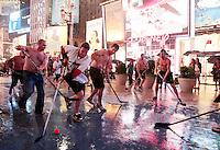 Hurricane Irene: NYC - Times Square Hockey