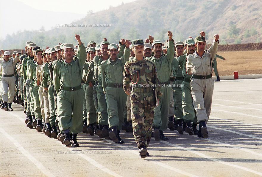 Irak 2000.Entrainement militaire à Zawita.<br />      Iraq 2000.Military training in Zawita