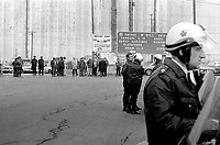 Greve au Port de Montreal<br /> 24 avril 1975<br /> <br /> Photo : Agence Quebec Presse - Alain Renaud
