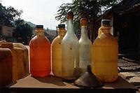 Benzinverkauf in Flaschen, nordwestliche Berge, Vietnam