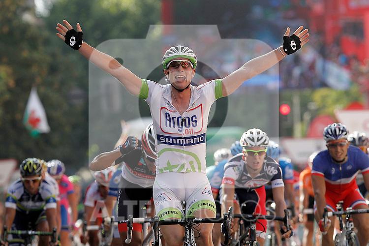 John Degenkolb (c) winner during the stage of La Vuelta 2012 between Logroño and Logroño in presence of Daniele Bennati (l), second classified and Gianni Meersman, third.August 22,2012. (ALTERPHOTOS/Acero)