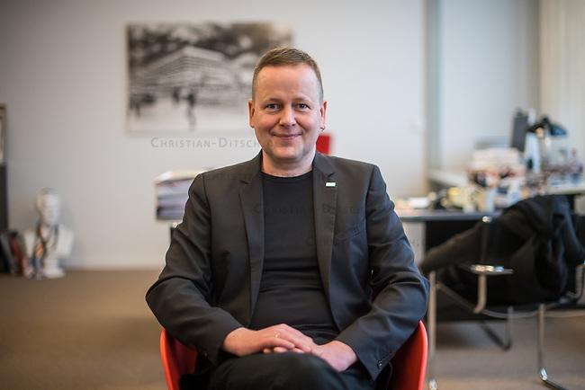 Klaus Lederer, Kultursenator in Berlin, im epd-Interview.<br /> 9.12.2020, Berlin<br /> Copyright: Christian-Ditsch.de