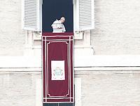 Papa Francesco lascia la finestra del suo studio affacciato su piazza San Pietro dopo il suo Angelus. Citta' del Vaticano, 26 dicembre, 2017.<br /> Pope Francis leaves the window of his studio overlooking St. Peter's Square after his Angelus noon prayer. Vatican, December 26, 2017.<br /> UPDATE IMAGES PRESS/Isabella Bonotto<br /> <br /> STRICTLY ONLY FOR EDITORIAL USE