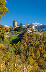 Italien, Suedtirol, bei Meran, Dorf Tirol: Landesmuseum Schloss Tirol, im Hintergrund die schneebedeckten Gipfel der Sarntaler Alpen | Italy, South Tyrol, Alto Adige, near Merano, Tirolo: Tirol castle - provincial museum of history and culture, at background snowcapped summits of Sarntal Alps (Alpi Sarentine)