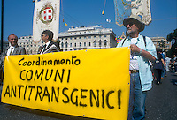 """- Genoa, june 2000, manifestation against """"Tebio"""", first exhibition of biotechnologies....- Genova, giugno 2000, manifestazione contro """"Tebio"""", primo salone delle biotecnologie"""