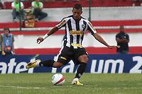 RIO DE JANEIRO, RJ, 29 DE JANEIRO 2012 - CAMPEONATO CARIOCA - 1o TURNO - TAÇA GUANABARA - NOVA IGUAÇU X BOTAFOGO - Antônio Carlos, jogador do Botafogo durante partida contra o Nova Iguaçu, pela 2o rodada da Taça Guanabara, no estádio Proletário, na cidade do Rio de Janeiro, neste domingo, 29. FOTO: BRUNO TURANO – NEWS FREE.