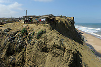 ANGOLA, Cuanza Sul, Sumbe town, slum on sand cliff at the atlantic ocean