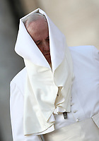 Il vento muove la pellegrina di Papa Francesco mentre   lascia Piazza San Pietro al termine dell'udienza generale del mercoledi'. Citta' del Vaticano, 31 ottobre 2018.<br /> The wind catches Pope Francis' pellegrina as he leaves at the end of his weekly general audience in St. Peter's Square at the Vatican, on October 31, 2018.<br /> UPDATE IMAGES PRESS/Isabella Bonotto<br /> <br /> STRICTLY ONLY FOR EDITORIAL USE