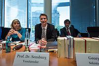 Sitzung des NSA-Untersuchungsausschuss am Mittwoch den 17. Juni 2015.<br /> Im Bild vlnr.: Nina Warken, CDU-Obfrau im NSA-Untersuchungsausschuss; Prof. Dr. Patrick Sensberg, Vorsitzender des Untersuchungsausschuss und Harald Georgii, Ausschusssekretariat.<br /> 17.6.2015, Berlin<br /> Copyright: Christian-Ditsch.de<br /> [Inhaltsveraendernde Manipulation des Fotos nur nach ausdruecklicher Genehmigung des Fotografen. Vereinbarungen ueber Abtretung von Persoenlichkeitsrechten/Model Release der abgebildeten Person/Personen liegen nicht vor. NO MODEL RELEASE! Nur fuer Redaktionelle Zwecke. Don't publish without copyright Christian-Ditsch.de, Veroeffentlichung nur mit Fotografennennung, sowie gegen Honorar, MwSt. und Beleg. Konto: I N G - D i B a, IBAN DE58500105175400192269, BIC INGDDEFFXXX, Kontakt: post@christian-ditsch.de<br /> Bei der Bearbeitung der Dateiinformationen darf die Urheberkennzeichnung in den EXIF- und  IPTC-Daten nicht entfernt werden, diese sind in digitalen Medien nach §95c UrhG rechtlich geschuetzt. Der Urhebervermerk wird gemaess §13 UrhG verlangt.]
