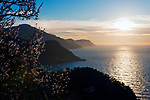 Spanien, Mallorca, bei Estellencs: die rauhere Westkueste mit schroffen Klippen und malerischen Sonnenuntergaengen | Spain, Mallorca, near Estellencs: the cliffy Westcoast with picturesque sunsets