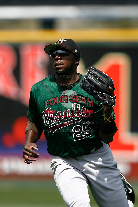 May 20, 2007: Jereme Milons of the Visalia Oaks plays the outfield against the Rancho Cucamonga Quakes at The Epicenter in Rancho Cucamonga,CA.  Photo by Larry Goren/Four Seam Images