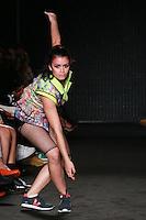 SAO PAULO, SP, 22.04.2015 - 37ª CASA DE CRIADORES - Modelo desfila durante a 37ª edição da Casa de Criadores, realizada no Ginásio do Estádio Paulo Machado de Carvalho (Pacaembu), região oeste de São Paulo, nesta quarta- feira, 22.. (Foto: Vanessa Carvalho/ Brazil Photo Press).