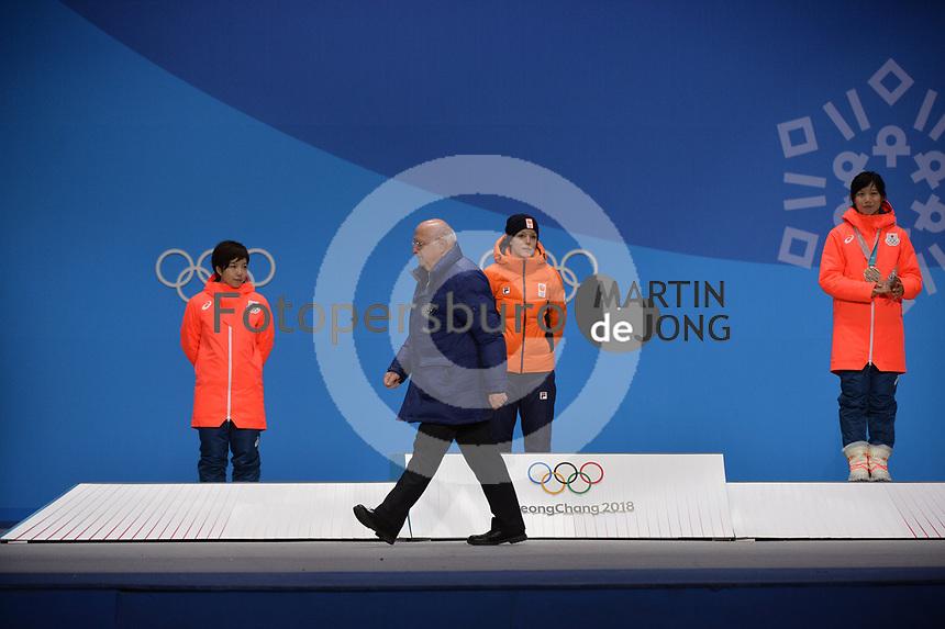 OLYMPIC GAMES: PYEONGCHANG: 15-02-2018, Medals Plaza, Victories Ceremony, Podium 1000m Ladies Long Track Speed Skating, Nao Kodaira (JPN), Jorien ter Mors (NED), Miho Takagi (JPN), Roland Maillard (ISU), ©photo Martin de Jong
