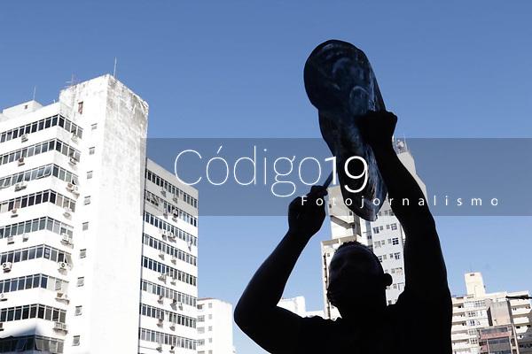 Campinas (SP), 06/08/2020 -Protesto-Um grupo de moradores da ocupacao Nelson Mandela, no Jardim Nossa Senhora Aparecida, de Campinas (SP), protestou na manhã desta quinta-feira (6), em frente a prefeitura, por conta da situacao que estao vivendo.<br /> Com a reintegracao de posse do terreno marcada para o dia 31 de agosto, as familias estao preocupadas como farao para sobreviver apos a data - isso porque mais da metade delas pode ficar de fora de um programa de auxilio-aluguel oferecido pela Administracao.