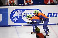SCHAATSEN: DORDRECHT: Sportboulevard, Korean Air ISU World Cup Finale, 10-02-2012, Relay Men, Sjinkie Knegt NED (61), Niels Kerstholt NED (61), ©foto: Martin de Jong