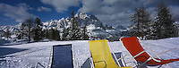 Europe/Italie/Vénétie/Dolomites/Cortina d'Ampezzo: Chaises longues sur les pistes du Mont Faloria