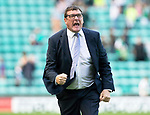 Hibs v St Johnstone….24.08.19      Easter Road     SPFL <br />Tommy Wright celebtrates with the fans at full time<br />Picture by Graeme Hart. <br />Copyright Perthshire Picture Agency<br />Tel: 01738 623350  Mobile: 07990 594431