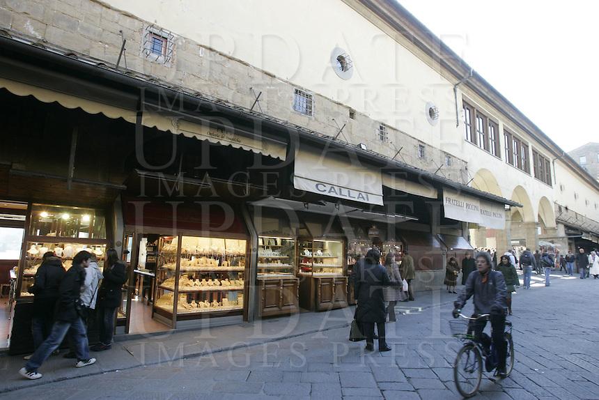 Jewellery shops at Ponte Vecchio (Old Bridge), in Florence.<br /> Gioiellerie a Ponte Vecchio, Firenze.<br /> UPDATE IMAGES PRESS/Riccardo De Luca
