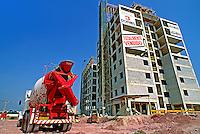 Contrução de prédio residencial no bairro Cursino. São Paulo. 1994. Foto de Juca Martins.