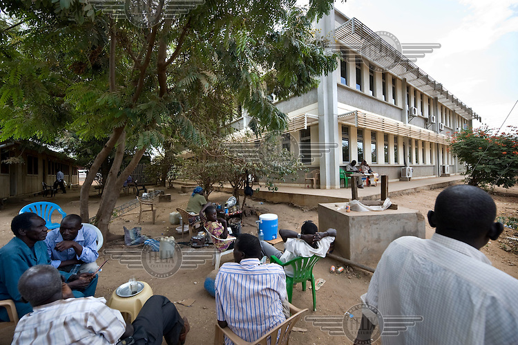 Lunch break in front of one of the new ministry buildings for the South Sudanese government in Juba. Central Equatoria, South Sudan.