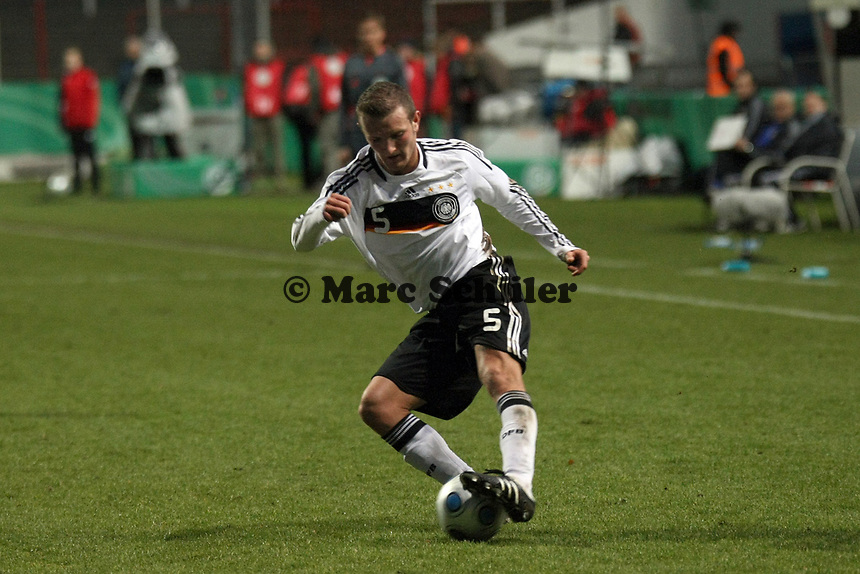 Konstantin Rausch (Hannover)<br /> Deutschland vs. Finnland, U19-Junioren<br /> *** Local Caption *** Foto ist honorarpflichtig! zzgl. gesetzl. MwSt. Auf Anfrage in hoeherer Qualitaet/Aufloesung. Belegexemplar an: Marc Schueler, Am Ziegelfalltor 4, 64625 Bensheim, Tel. +49 (0) 151 11 65 49 88, www.gameday-mediaservices.de. Email: marc.schueler@gameday-mediaservices.de, Bankverbindung: Volksbank Bergstrasse, Kto.: 151297, BLZ: 50960101