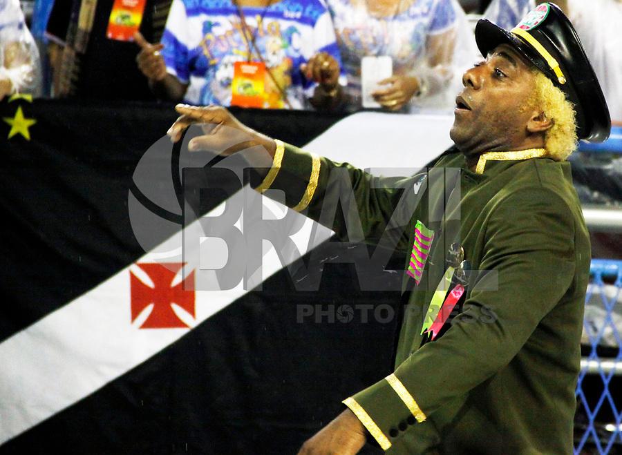 RIO DE JANEIRO, RJ, 07 DE MARÇO DE 2011 - CARNAVAL RJ - MANGUEIRA - O presidente da Mangueira Ivo Meirelles no primeiro dia de Desfile das Escolas de Samba do Grupo Especial do Rio de Janeiro, na Marquês de Sapucaí (Sambódromo), no centro da cidade, na madrugada desta segunda-feira (7). (FOTO: WILLIAM VOLCOV / NEWS FREE).