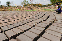 SOUTH-SUDAN Rumbek , making of bricks for house construction / SUED SUDAN, Rumbek,  Ziegelsteine aus Lehm fuer Hausbau