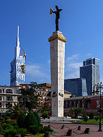 Europaplatz mit Statue der Medea und ehemalige Universität, Batumi, Adscharien - Atschara, Georgien, Europa<br /> former university and Europe Square with statue of Medea, Batumi, Adjara,  Georgia, Europe