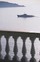 Europe/Italie/Côte Amalfitaine/Campagnie/Env de Sorrente/S Agnello di Sorrento : Corniche et bateau rentrant au port