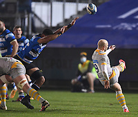 8th January 2021; Recreation Ground, Bath, Somerset, England; English Premiership Rugby, Bath versus Wasps; Taulupe Faletau of Bath tries to charge down the kick from Dan Robson of Wasps