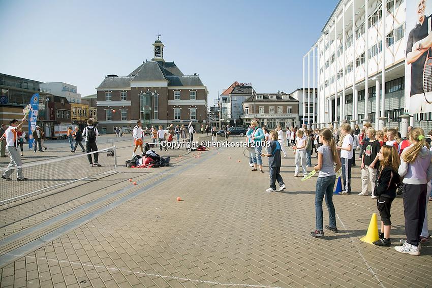 18-9-08, Netherlands, Apeldoorn, Tennis, Daviscup NL-Zuid Korea, Draw in cityhall,  streettenis