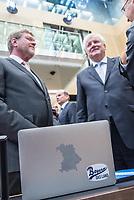 Sitzung des Bundesrat am Donnerstag den 3. November 2017.<br /> Der Berliner Buergermeister Michael Mueller ist turnusgemaess fuer die Dauer von 12 Monaten ab diesem Tag der Bundesratspraesident und somit auch der erste Stellvertreter des Bundespraesidenten.<br /> Rechts im Bild: Horst Seehofer (CSU), Bayerischer Ministerpraesident.<br /> 3.11.2017, Berlin<br /> Copyright: Christian-Ditsch.de<br /> [Inhaltsveraendernde Manipulation des Fotos nur nach ausdruecklicher Genehmigung des Fotografen. Vereinbarungen ueber Abtretung von Persoenlichkeitsrechten/Model Release der abgebildeten Person/Personen liegen nicht vor. NO MODEL RELEASE! Nur fuer Redaktionelle Zwecke. Don't publish without copyright Christian-Ditsch.de, Veroeffentlichung nur mit Fotografennennung, sowie gegen Honorar, MwSt. und Beleg. Konto: I N G - D i B a, IBAN DE58500105175400192269, BIC INGDDEFFXXX, Kontakt: post@christian-ditsch.de<br /> Bei der Bearbeitung der Dateiinformationen darf die Urheberkennzeichnung in den EXIF- und  IPTC-Daten nicht entfernt werden, diese sind in digitalen Medien nach §95c UrhG rechtlich geschuetzt. Der Urhebervermerk wird gemaess §13 UrhG verlangt.]