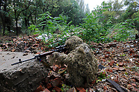 Yulia, Scharfschuetzin der pro-russischen Separatisten, Portrait, Donezk, Ukraine, 10.2014, Yulia, 21-year old sparatist's sniper in Donetsk poses with her gun. ***HIGHRES AUF ANFRAGE*** ***VOE NUR NACH RUECKSPRACHE***