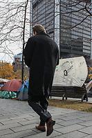 Les indignés de Montréal sur la la place du Square Victoria le 15  novembre, 2011.<br /> Photo / Normand Blouin