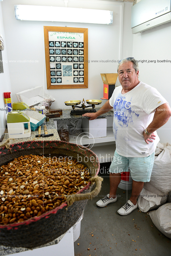 SPAIN Mallorca, Petra, bonany company, processing of almonds  / SPANIEN Mallorca, Petra, Firma bonany, Verarbeitung mallorquinischer Mandeln, Inhaber Pep Rausell in der Qualitaetskontrolle