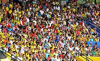 FLORIDABLANCA -COLOMBIA, 14-02-2015: Seguidores de Alianza Petrolera e Independiente Santa Fe observan el encuentro por la fecha 4 de la Liga Aguila I 2015 disputado en el estadio Alvaro Gómez Hurtado de la ciudad de Floridablanca./ Supporters of Alianza Petrolera and Independiente Santa Fe watch the match for the 4th date of the Aguila League I 2015 played at Alvaro Gomez Hurtado stadium in Floridablanca city Photo:VizzorImage / Jose Martinez / Cont