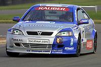 Round 10 of the 2002 British Touring Car Championship. #17 Tom Chilton (GBR). Barwell Motorsport. Vauxhall Astra Coupé.