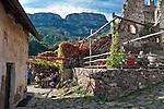Italy, Alto Adige - Trentino (South Tyrol), Community Appiano sulla Strada del Vino: Appiano Castle, popular hiking destination and mountain inn above Missiano | Italien, Suedtirol, bei Bozen, Gemeinde Eppan: auf Schloss Hocheppan, beliebtes Wanderziel und Jausenstation oberhalb von Missian