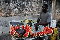 TANZANIA Zanzibar, Stone town, watermelon man / TANSANIA Insel Sansibar, Stonetown, Verkauf von Wassermelonen