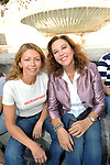 AMANDA E STEFANIA SANDRELLI<br /> MANIFESTAZIONE PER LA LIBERTA' DI STAMPA PROMOSSA DAL FNSI<br /> PIAZZA DEL POPOLO ROMA 2009