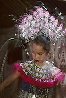 Asie/Malaisie/Bornéo/Sarawak: Ches les Dayak: Portrait de danseuse dans la longhouse
