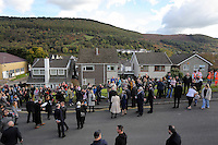 Pictured: Crowds greet Prince Charles at Hillside Close where Pantglas Junior School used to be in Aberfan Friday 21 October 2016<br />